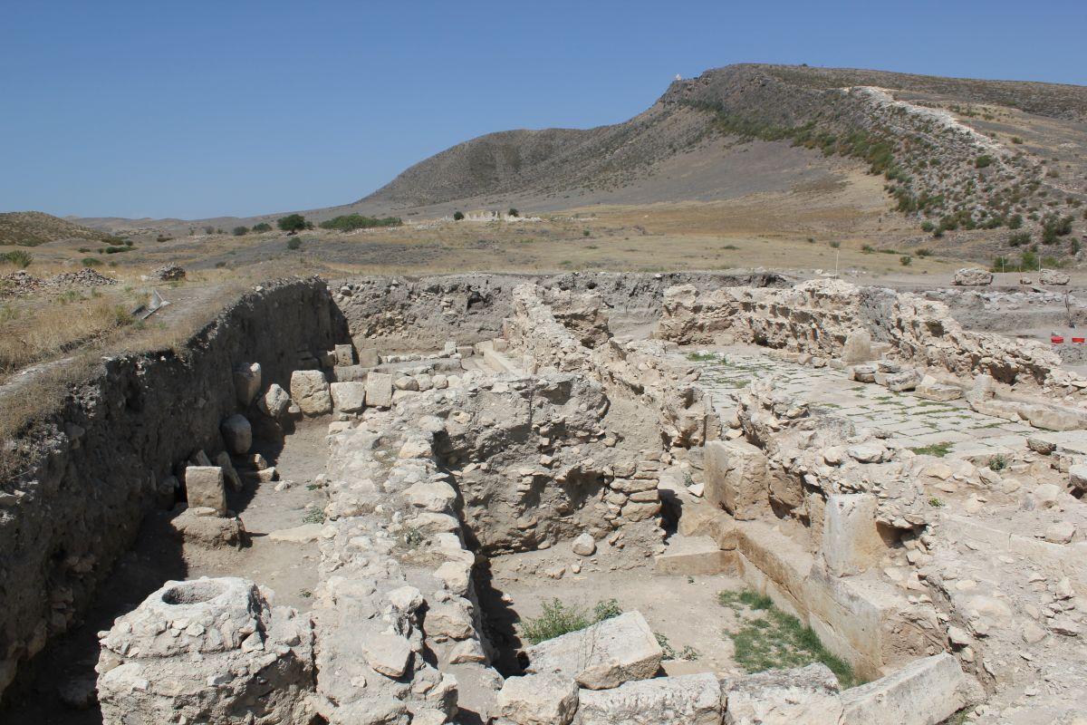 Фрагментархеологических раскопок близ Тигранакерта